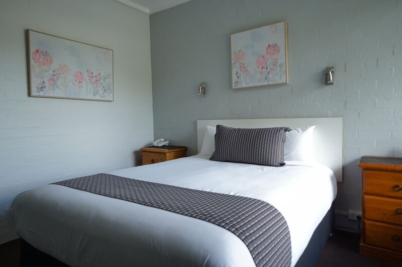 Nicholas Royal Motel - Accommodation - Hay, NSW - Queen Room