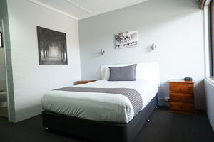 Nicholas Royal Motel - Accommodation - Hay, NSW - Family Room