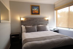 Nicholas Royal Motel - Accommodation - Hay, NSW - King Room